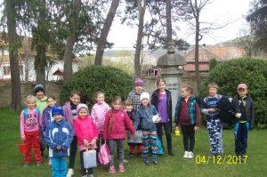 Énekeljünk a Földért! A kézdialbisi iskolások a csernátoni Haszmann Pál Múzeum udvarán énekeltek.