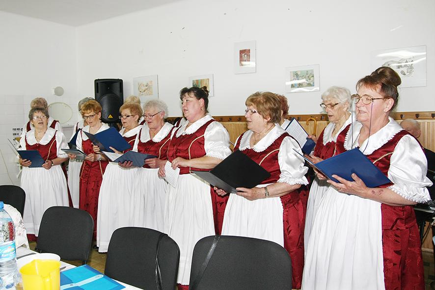 Föld napja alkalmából énekel a Népkör asszonykórusa
