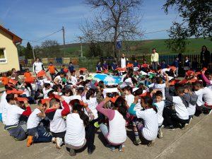 Baktakéki Óvoda és Iskola közös éneklése a Földért