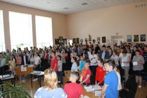 Az ungvári Dayka Gábor Iskola is énekelt a földért!